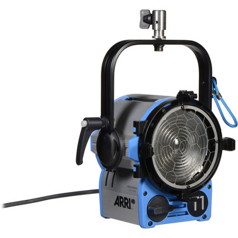 ARRI 1000W T1 Location Fresnel with Stand Mount (120-240 VAC) - Rental