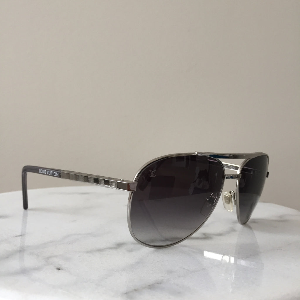 c9e91e081f Louis Vuitton Attitude Pilote Silver   Grey Aviator Sunglasses ...