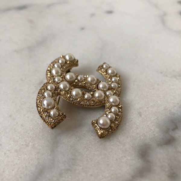 Chanel Pearl Crystal Strass Gold Tone Brooch
