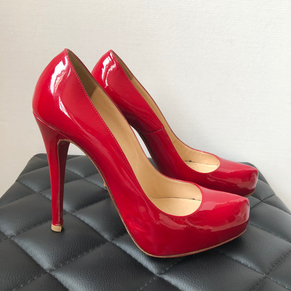 release date 863a2 48c6b Christian Louboutin Red Patent Rolando Pumps Size 38.5