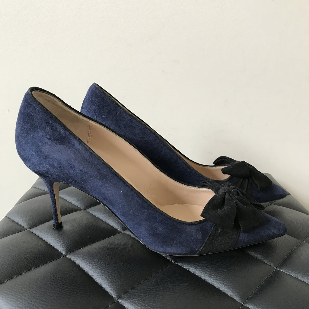 1f3533ecfde2d Manolo Blahnik Contina Suede Navy/Black Bow Pumps Size 38 | Forever Red  Soles