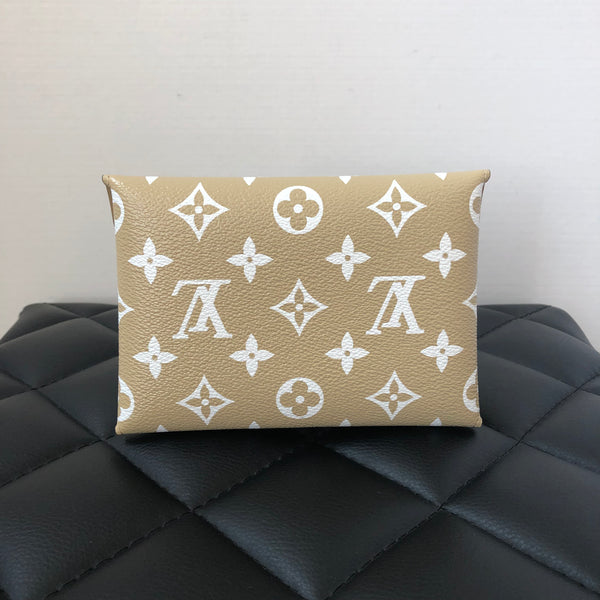Louis Vuitton Beige Medium Monogram Pochette Kirigami Giant