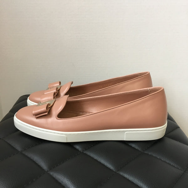 Ferragamo New Blush Calf Vara Bow Loafers Size 9