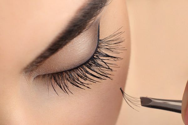 Cluster Eyelash Extensions - Laura's Beauty Touch, Spa Services in Rego Park, New York 11374