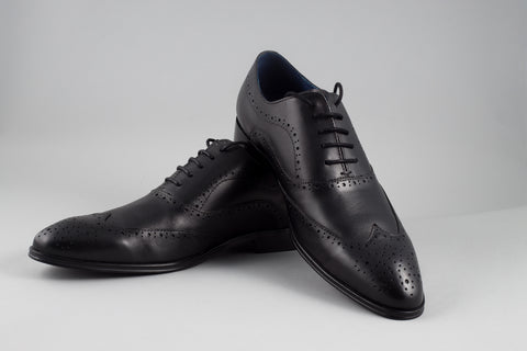 Remus Uomo Leather Wingtip Brogue in Black