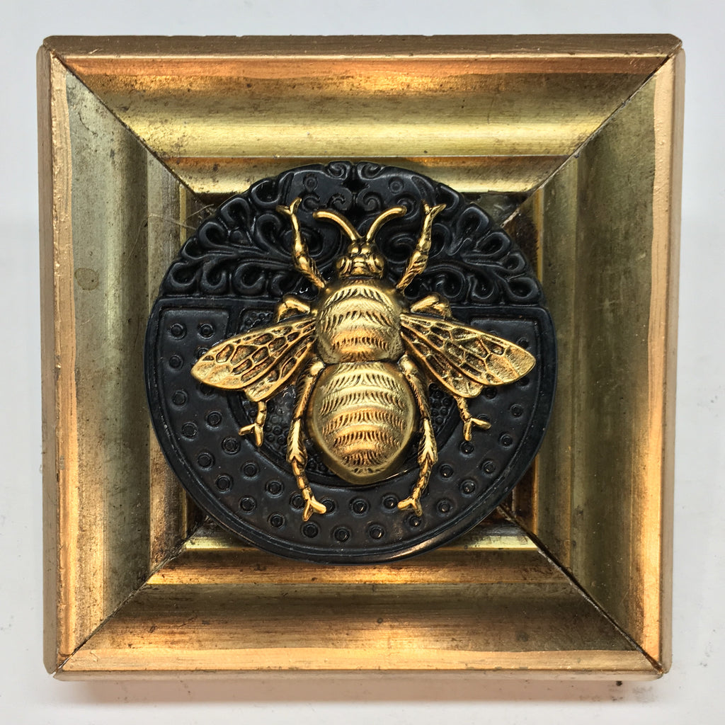 Gilt Frame with Grande Bee on Jade Piece (3.25