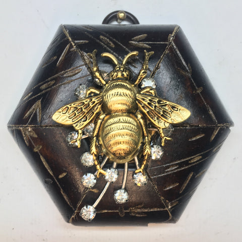 Burled Frame with Grande Bee on Brooch (3.5