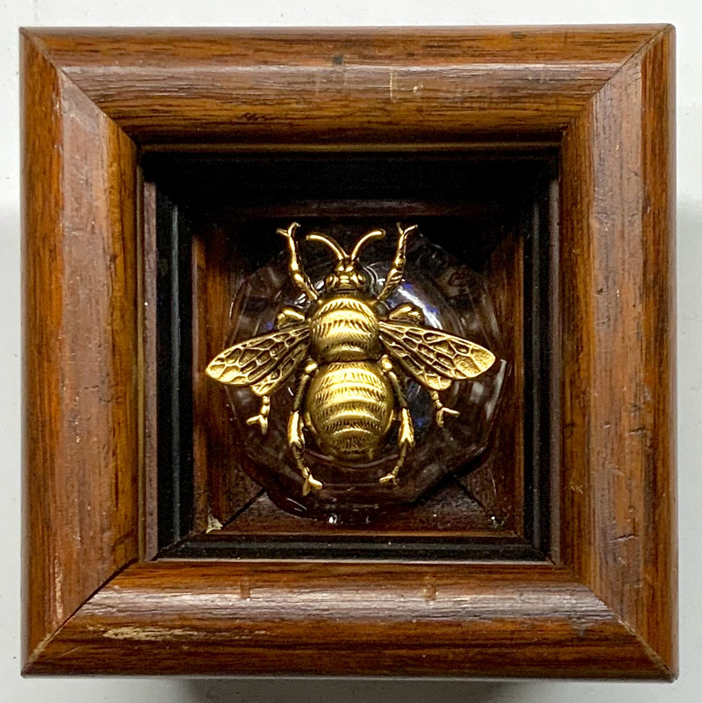 Wooden Frame with Grande Bee (3.5