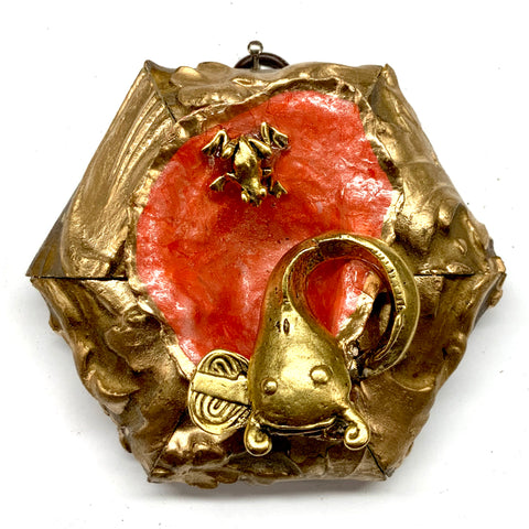 Gilt Frame with Frog and Japanese Fish on Oyster Shell (4