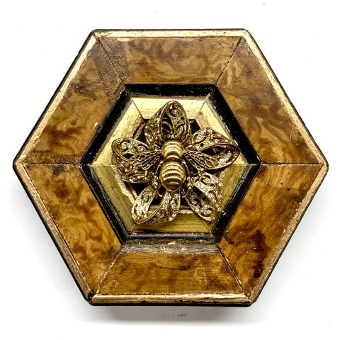 Burled Frame with Grande Bee on Brooch (4.5