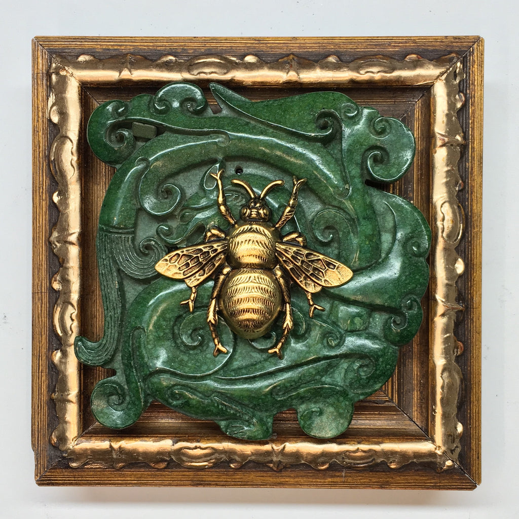 Wooden Frame with Grande Bee on Jade (4