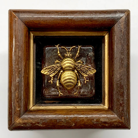 Wooden Frame with Grande Bee on Salt Cellar (3.25
