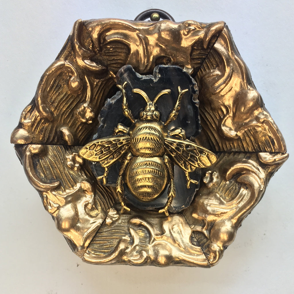 Intricate Gilt Frame with Grande Bee on Agate Piece (3.25