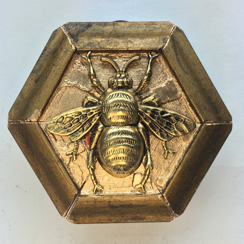 Gilt Frame with Grande Bee (2.5