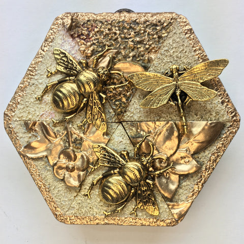 Speckled Gilt Frame with Grande Bees and Dragonfly (4.25