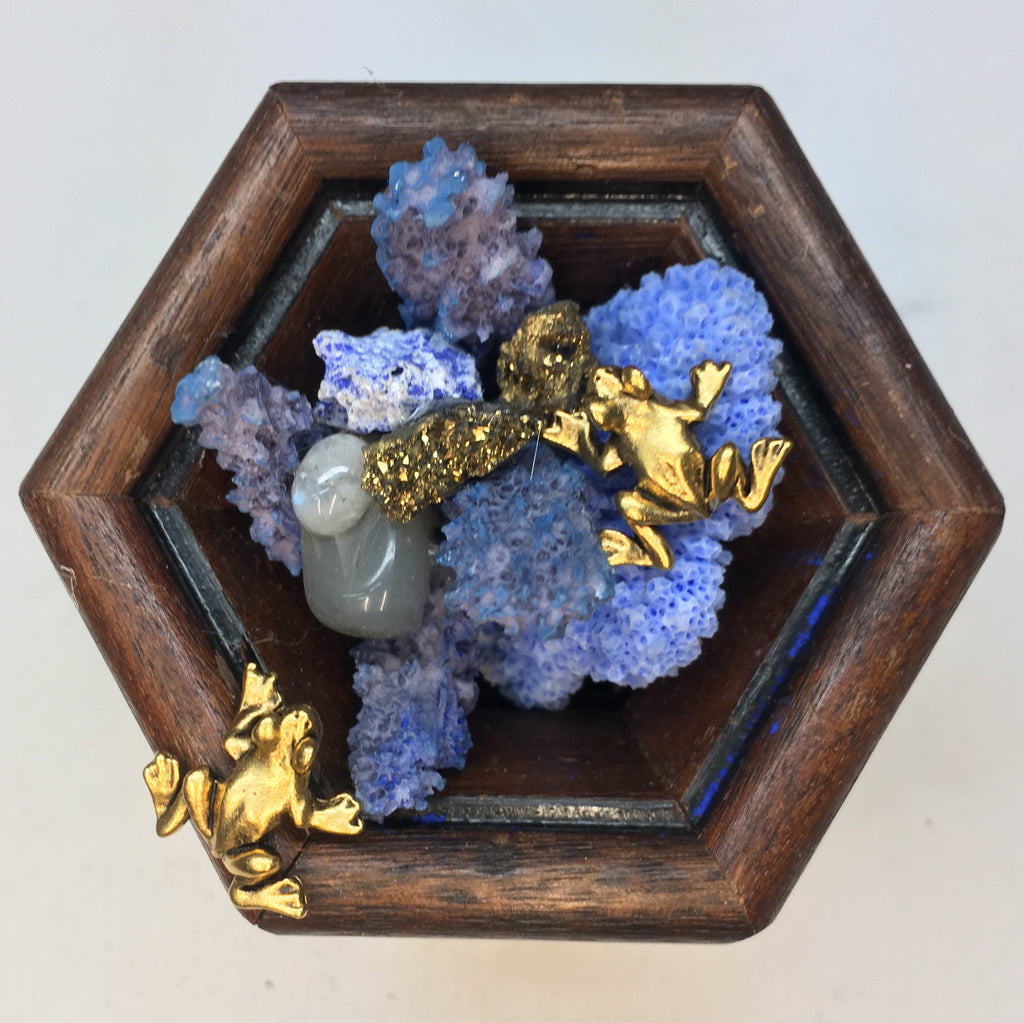 Wooden Frame with Frogs around Coral and Pyrite (3