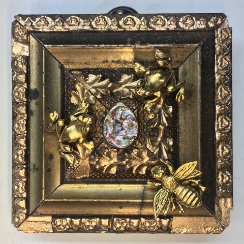 Gilt Frame with Napoleonic Bee and Frogs around Hard Stone (2.75