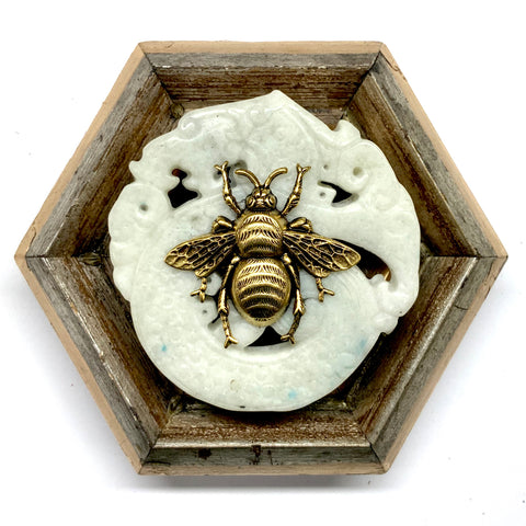 Painted Frame with Grande Bee on Jade (4.5