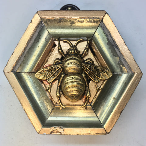 Gilt Frame with Grande Bee (3