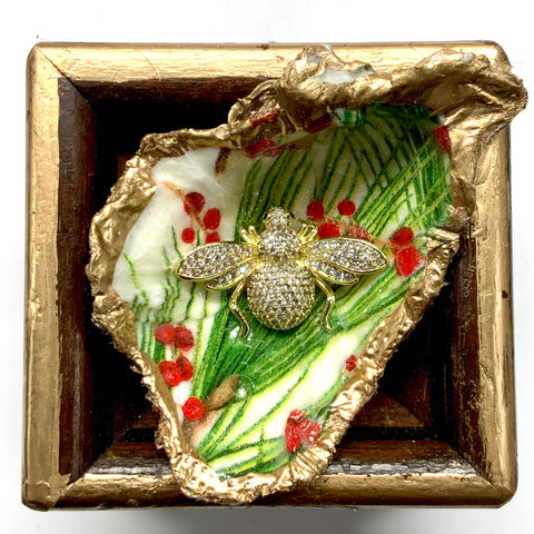 Wooden Frame with Sparkle Bee on Oyster Shell (3