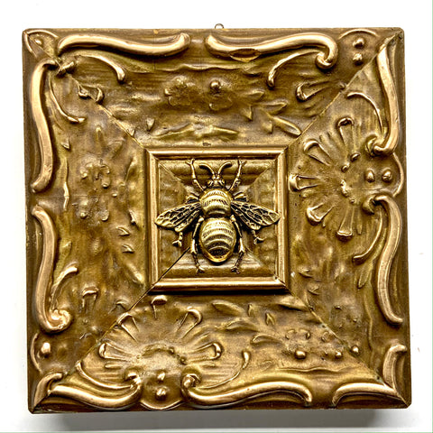 Painted Frame with Grande Bee (5