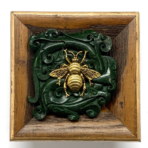 Wooden Frame with Grande Bee on Jade    (4.25
