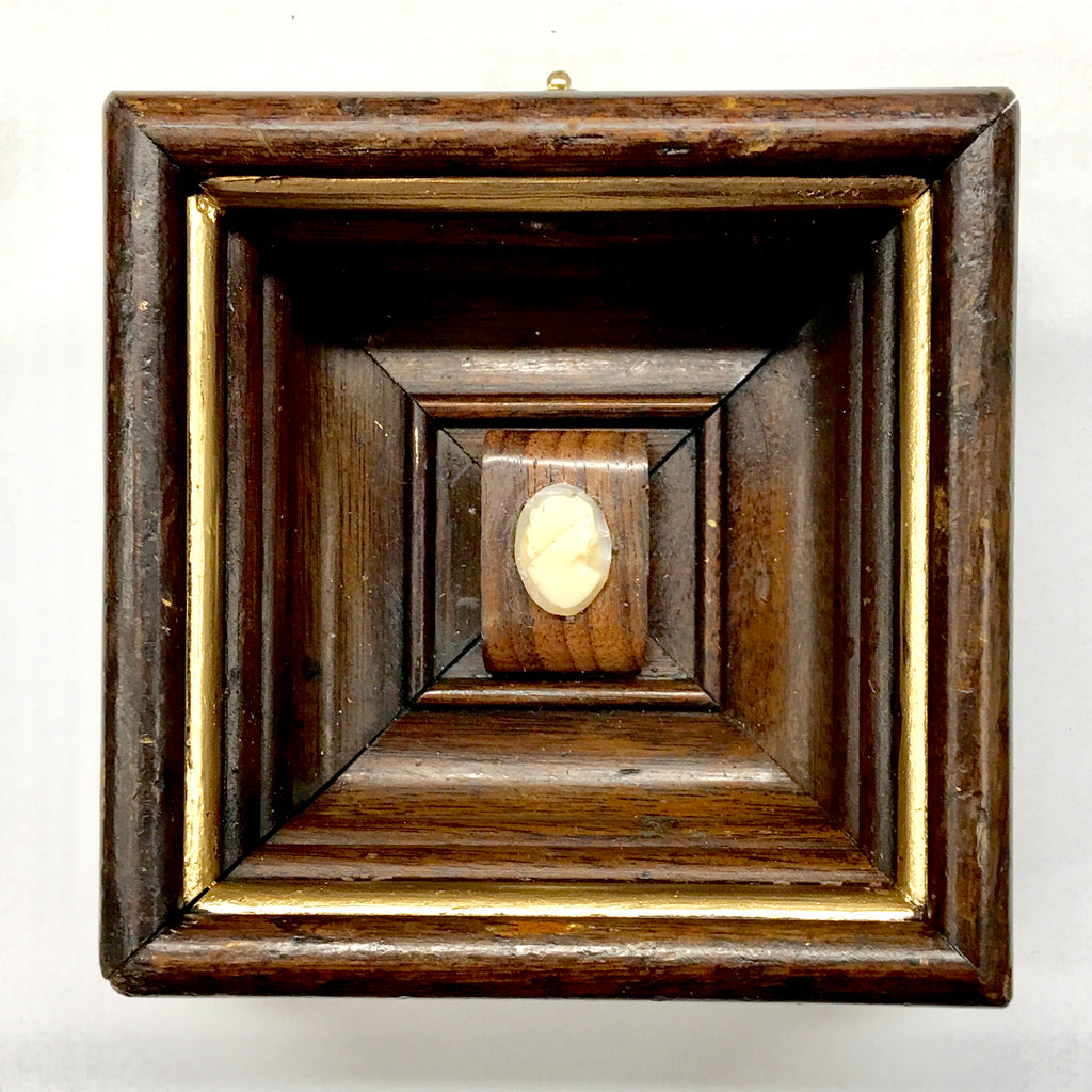 Wooden Frame with Cameo (4.25