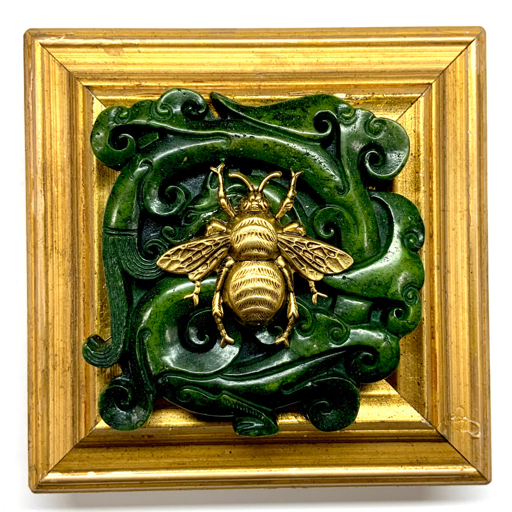Gilt Frame with Grande Bee on Jade (4.5