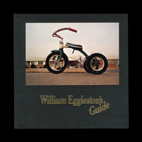 EGGLESTON, William. William Eggleston's Guide. New York: The Museum of Modern Art, 1976.