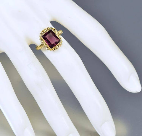 Vintage Art Deco Amethyst 10K Gold Ring