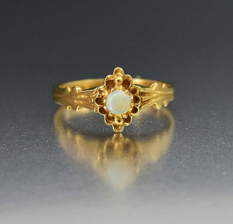 Charming Rose Gold Oak Leaf Antique Band Ring