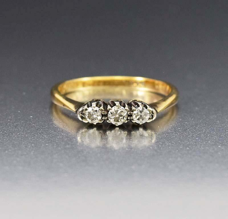 Art Deco 18K Gold Three Stone Diamond Trilogy Ring - Boylerpf