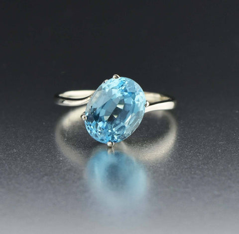 14K White Gold Vintage Blue Topaz Ring 1970s