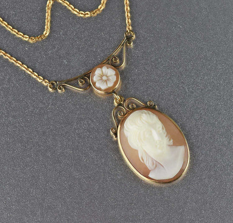 Vintage High Relief Cameo Pendant Necklace