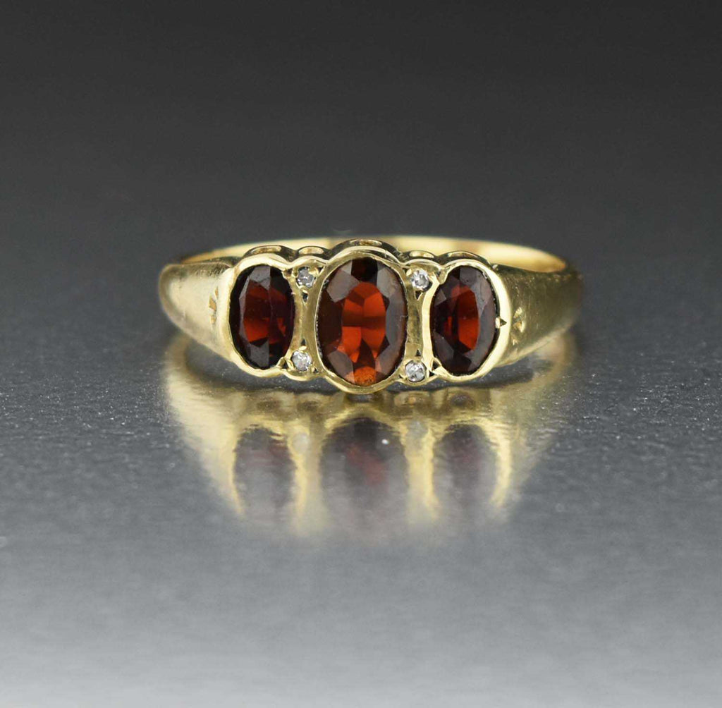 Vintage Diamond Three Stone Garnet Ring - Boylerpf