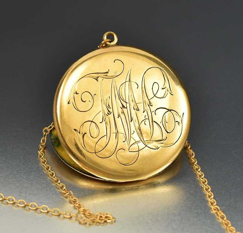 gold l victorian lockets antiques atlas locket engraved antique
