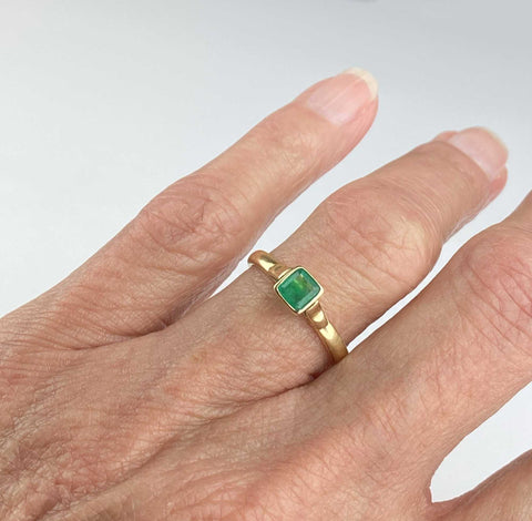 Art Deco 18K Gold Solitaire Emerald Ring