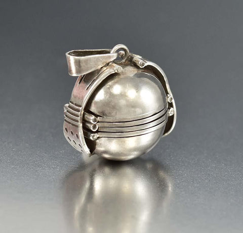 Superb Taxco Silver Accordion Multi Photo Ball Locket