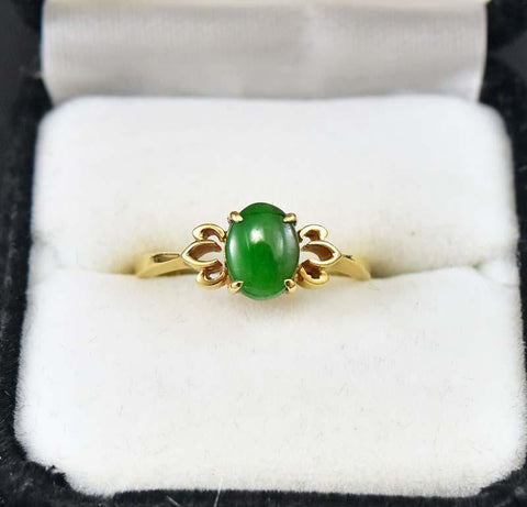 Distinctive 18K Gold and Jade Ring