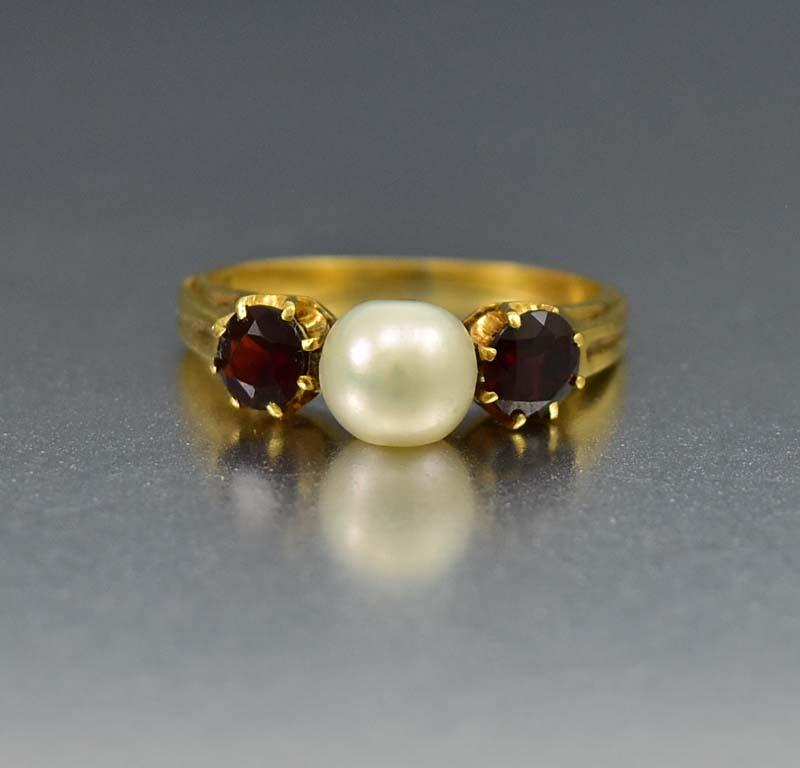 Superb Antique Garnet and Pearl 18K Gold Ring - Boylerpf