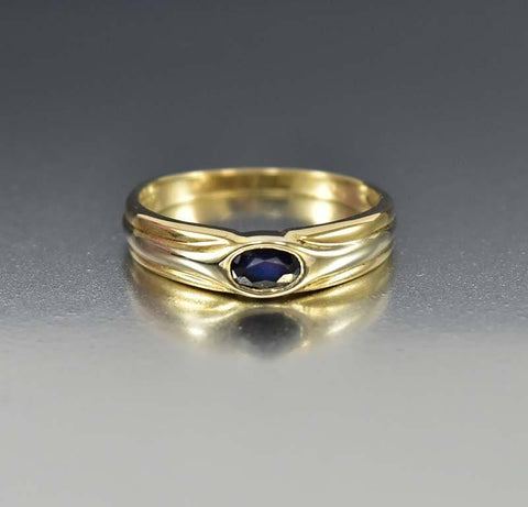 Vintage Estate Gold Band Sapphire Ring