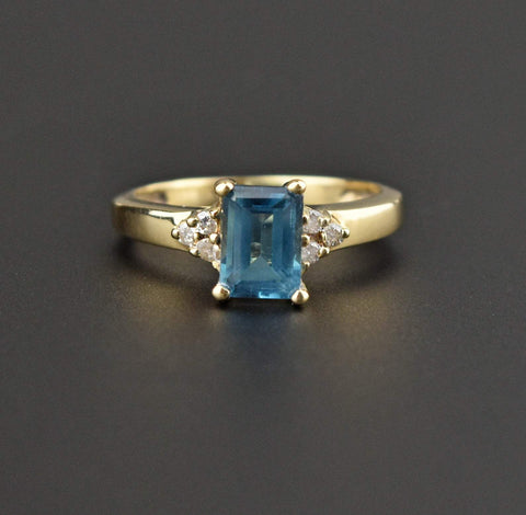 14K Gold Vintage Diamond Aquamarine Solitaire Ring