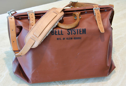 Custom shoulder strap for leather bag