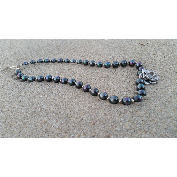 South Sea Shell Pearl Necklace in dark grey with flower pendant