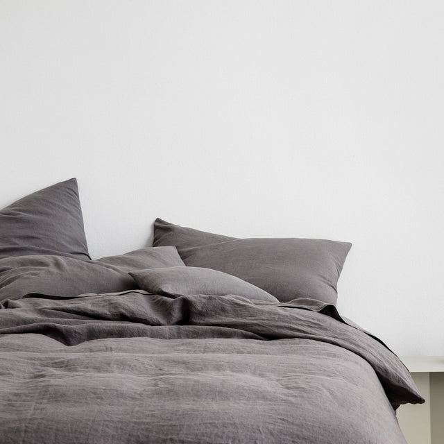 Linen Duvet Cover and Pillowcases in Charcoal Gray