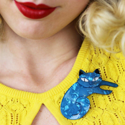 Curling Cassandra Cat Brooch