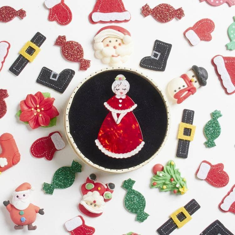 Erstwilder - Mrs. Claus Brooch - 3