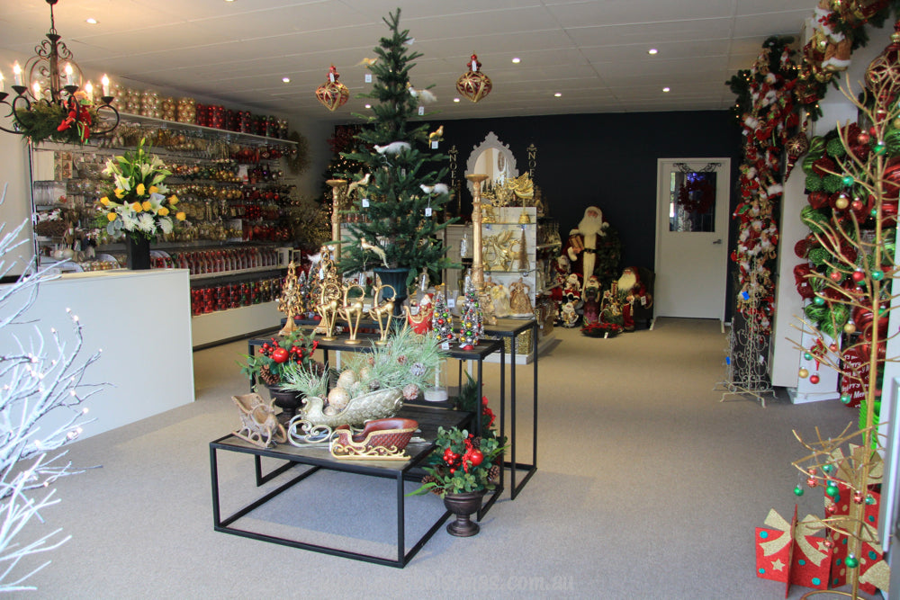 The gold, green and red Christmas room