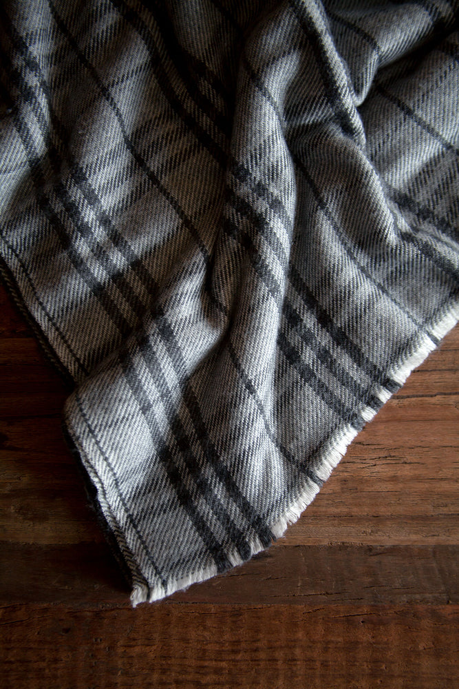 Load image into Gallery viewer, Cashmere Throw - Grey Tartan