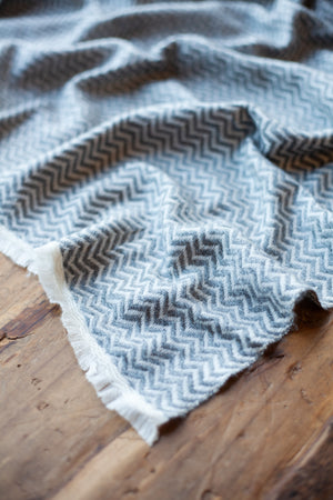 Cashmere Throw - Charcoal Zigzag